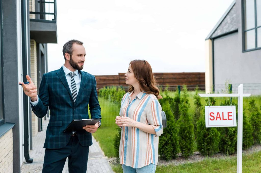 Man and woman talking about selling a house